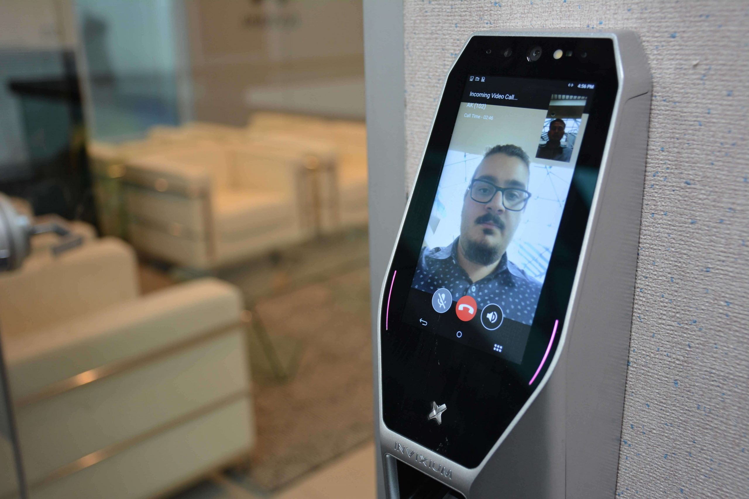 Video intercom between the TITAN and a smartphone via W-Fi connectivity
